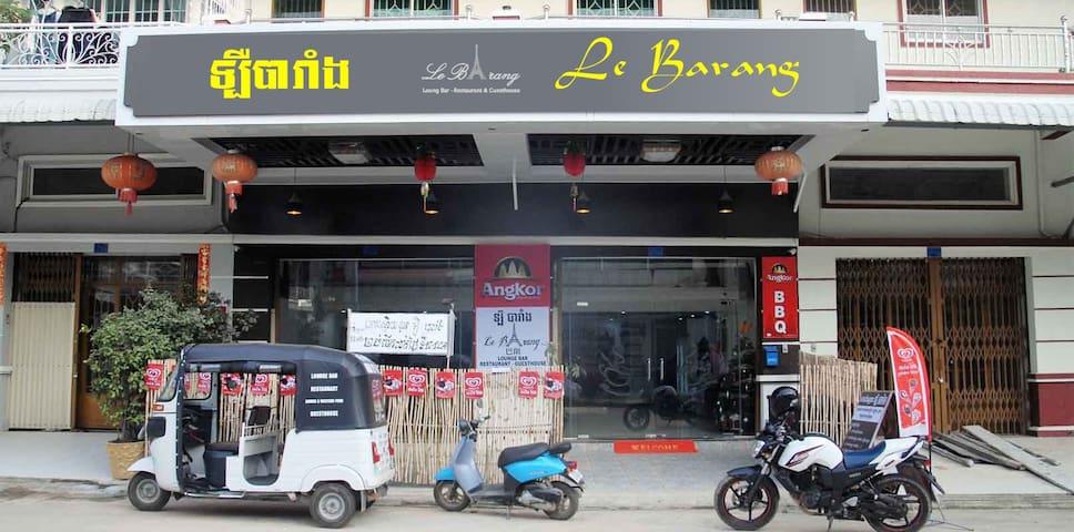 Le Barang, lounge bar-restaurant-guesthouse