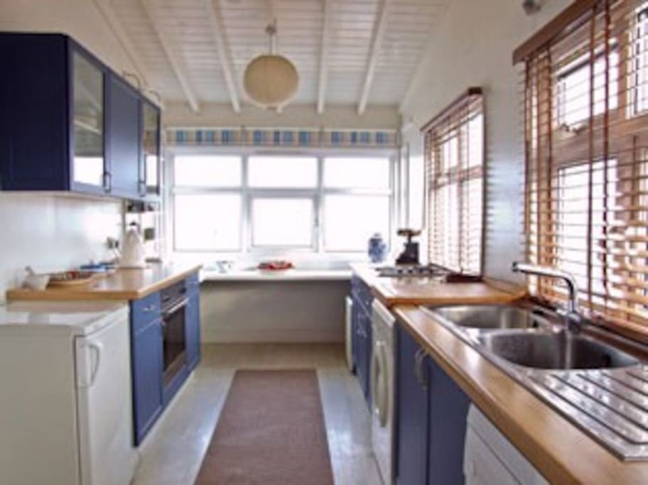 Kitchen - views of the sea!