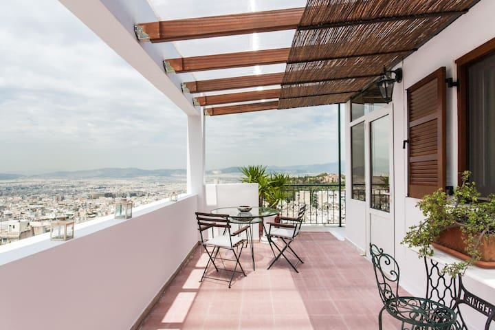 Bright Studio /w Terrace & View Overlooking Athens