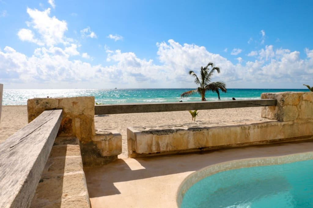 Not easy to choose between the private swimming-pool and the sea