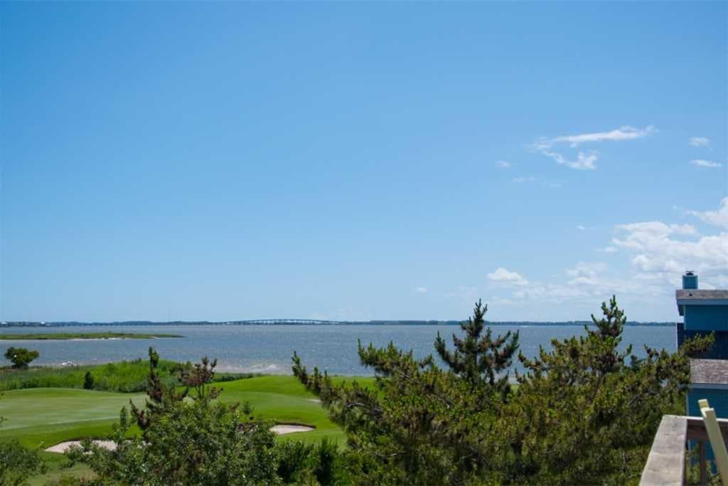 B18: Endless Summer Days | Top Level Sundeck View