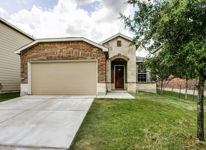 NW San Antonio Home - Close Attractions