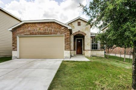 NW San Antonio Home - Close Attractions