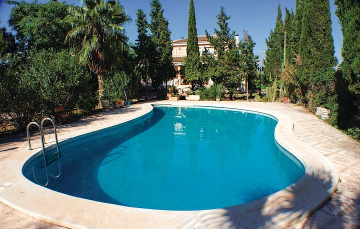 Amazing home in Crevillente with Outdoor swimming pool and 6 Bedrooms