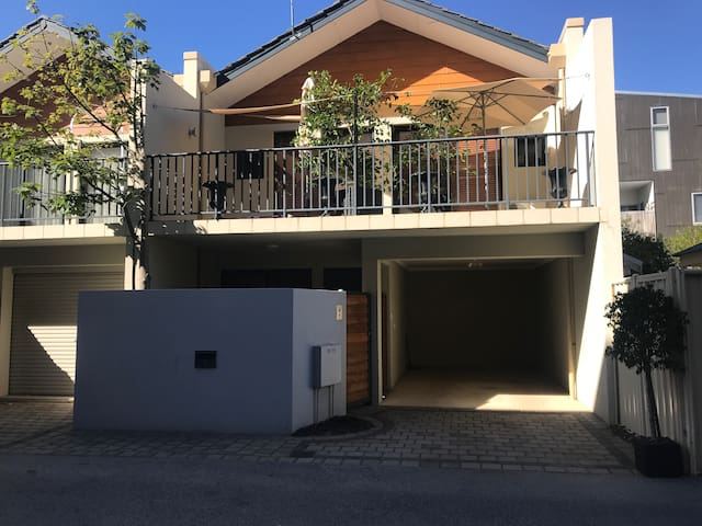 Modern townhouse centrally located