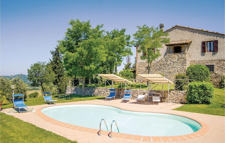 Holiday cottage with 4 bedrooms on 200m² in Radicondoli SI