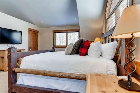 The Wicker Creel Cabin | Guest House | Hot Tub