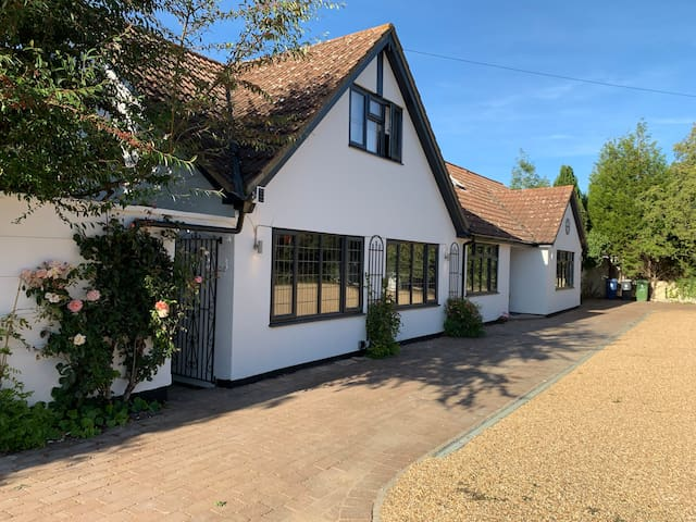 Countryside idyll close to Cambridge FREE parking