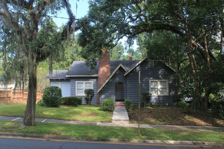 Cottage on Calhoun