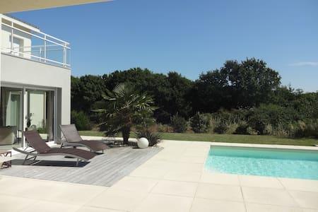 Villa d'architecte avec piscine - La Baule-Escoublac - วิลล่า