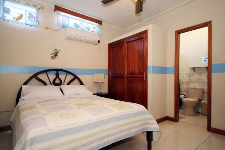 Casa Mabell- Very Spacious Room - Puerto Baquerizo Moreno - Apartment