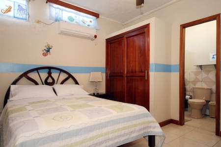 Casa Mabell- Very Spacious Room w/ Private Bath