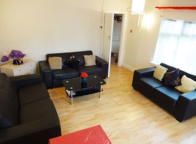 Wembley Park - Private Room - Free Parking. - Wembley - House