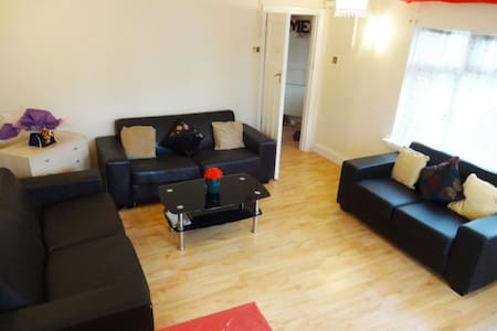 Wembley Park - Private Room - Free Parking. - 文布利