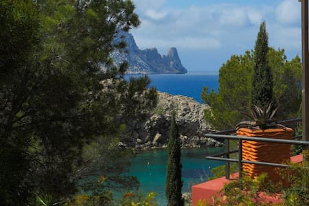 House at 50m to the beach of cala carbo Es vedra - Сэнт-Джозеф  Талайя