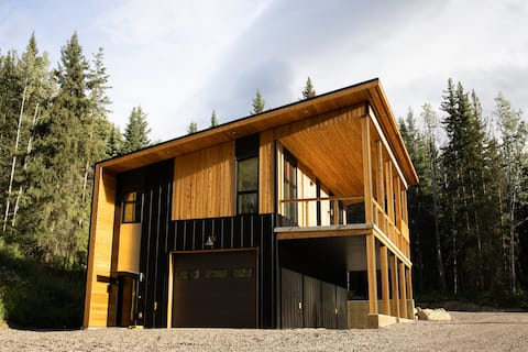New West Coast Modern Home on 5 Acres Near Town