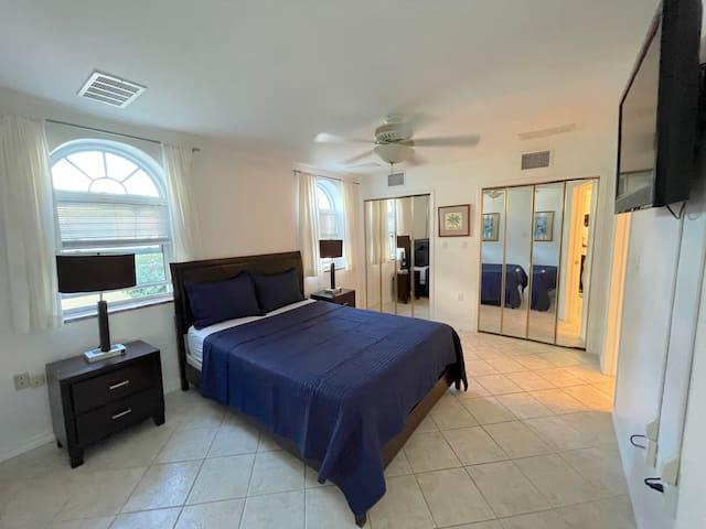 Queen Bedroom, en-suite bathroom, closet, TV
