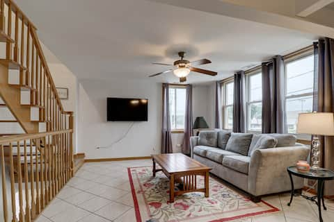 Clean & Neat Condo Mins From ORD in North Suburbs