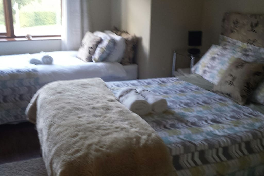 Cosy Double and Single Bed