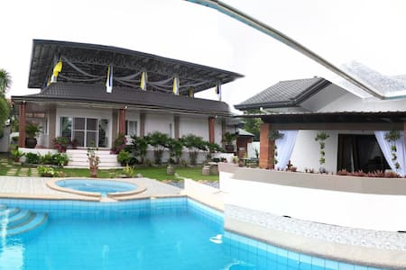 Bungalow with pool & function room - San pablo city