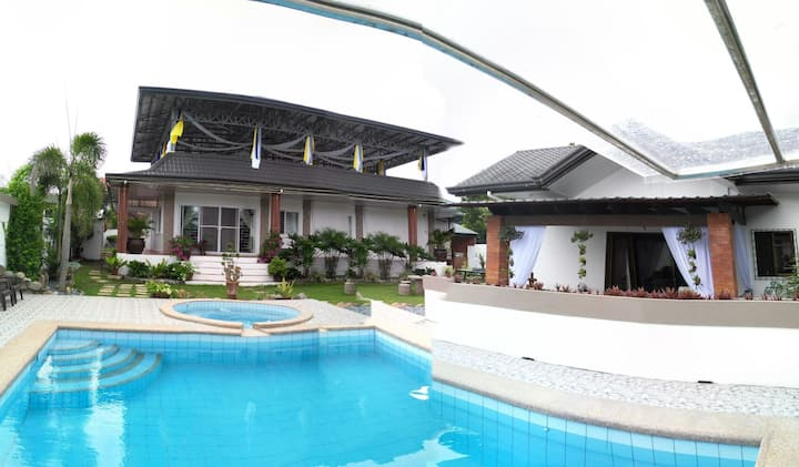 Bungalow with pool & function room