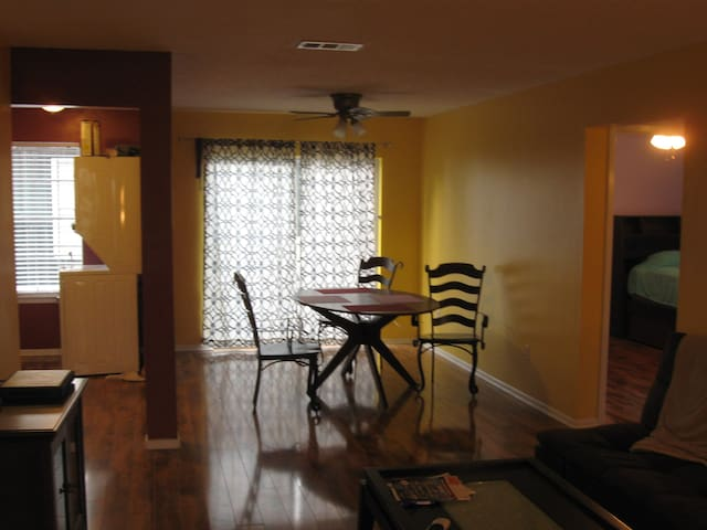 Convenience, Location - Metairie - Departamento