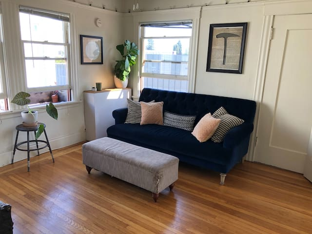 Minimalist Temescal Apt - Hub for Bay Area Travel