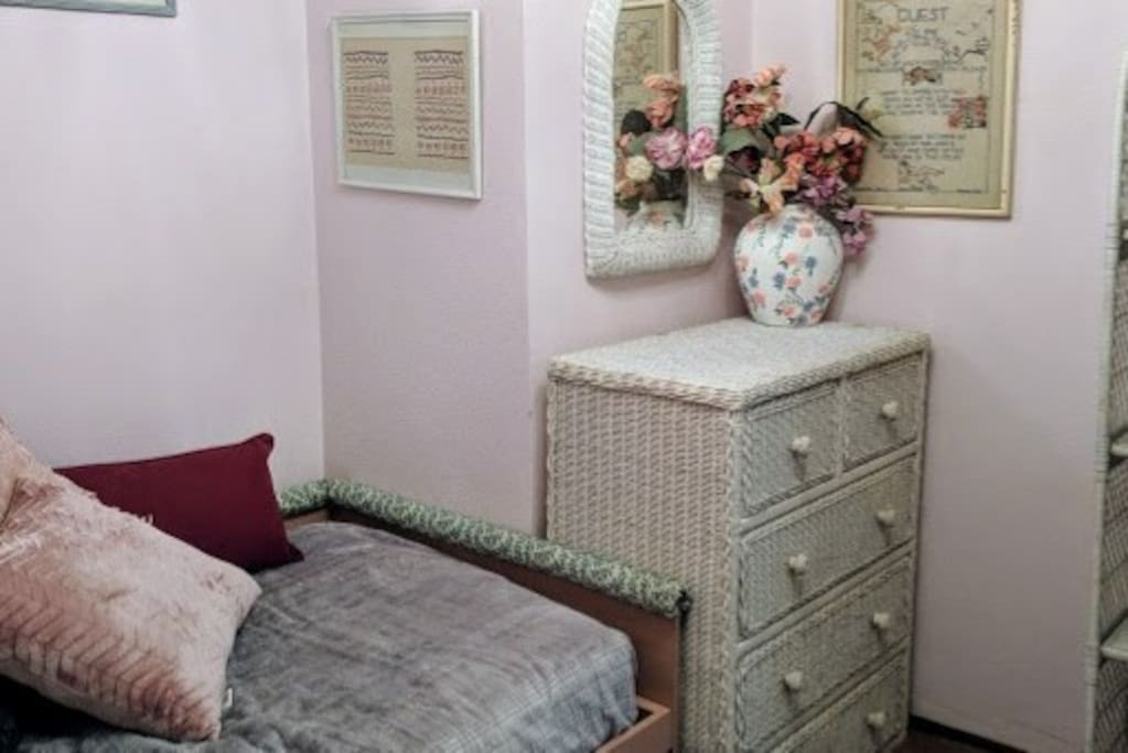 Pink rose room, single. Old charm wicker