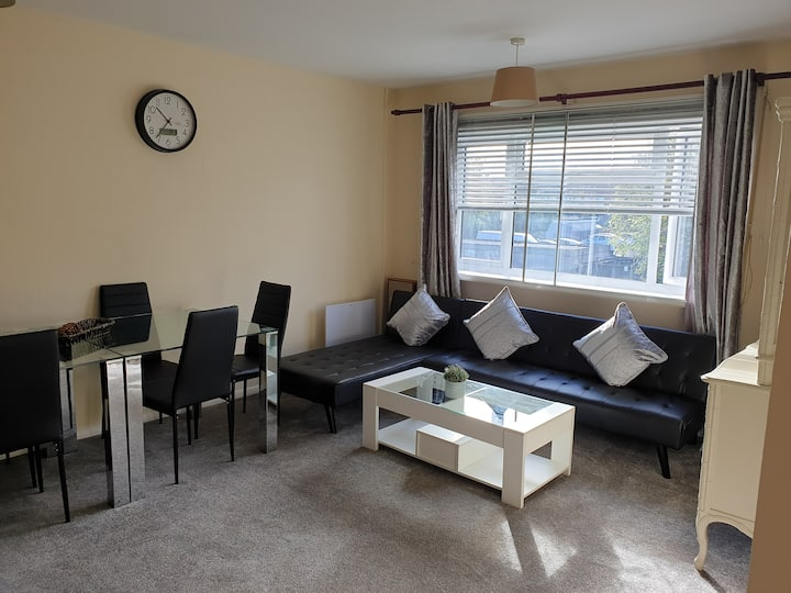 Quiet and spacious flat close to Heathrow Airport