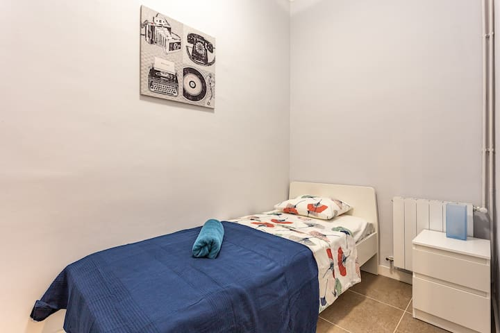 Downtown single room in Barcelona