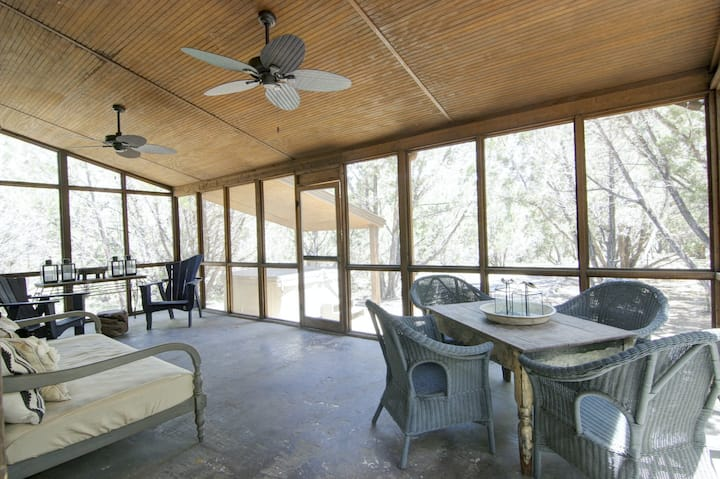 New listing! Dog-friendly riverfront cabin w/private hot tub/full kitchen/WiFi!