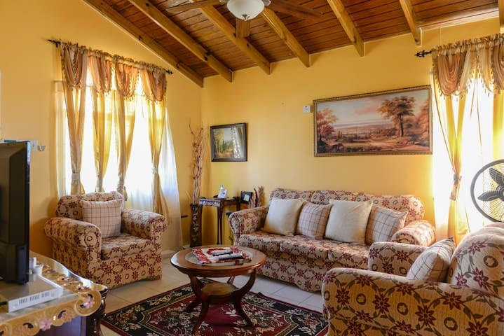 Island Guesthouse Bed & Breakfast - Florence Hall Village - Casa