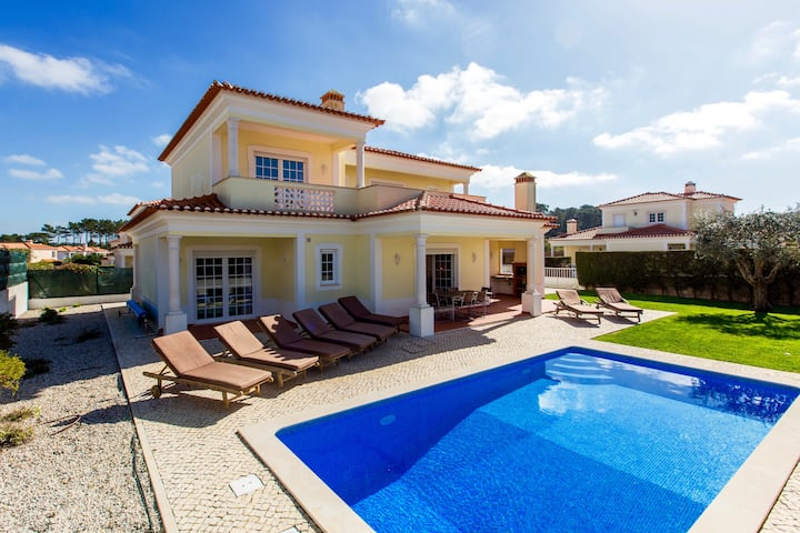 Praia d'el Rey Villa, 4 bedrooms, pool & WiFi