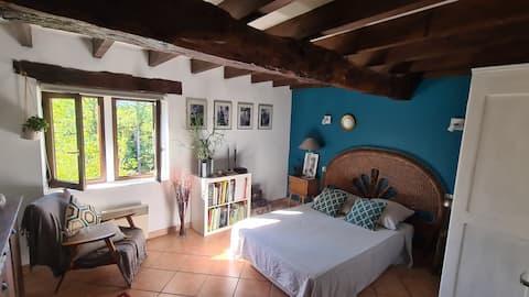Chambre bleue maison à colombages