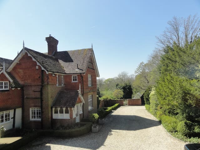 "Annexe at the Old Vicarage ""an oasis of calm"" - West Sussex - Huis"