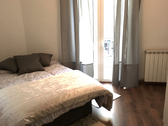 Double bed room, large balcony, new Atocha - Madrid - Lejlighedskompleks