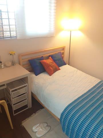 개인 침실(침대+책상+의자+옷장)