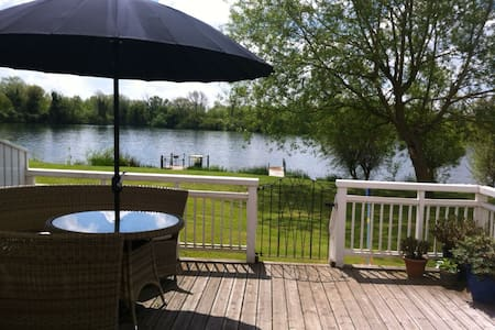 Limes Lodge 27 - South Cerney