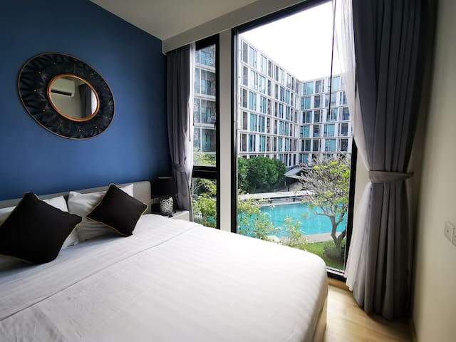 The Base Uptown Bright & Cosy Pool View +Wifi