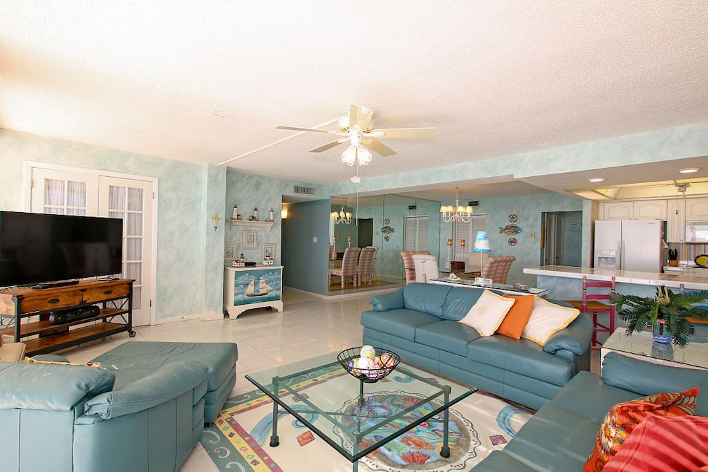 Couch,Furniture,Entertainment Center,Indoors,Room