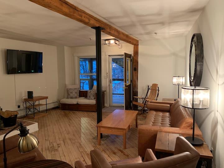 Updated 3-bedroom condo in the center of Ludlow