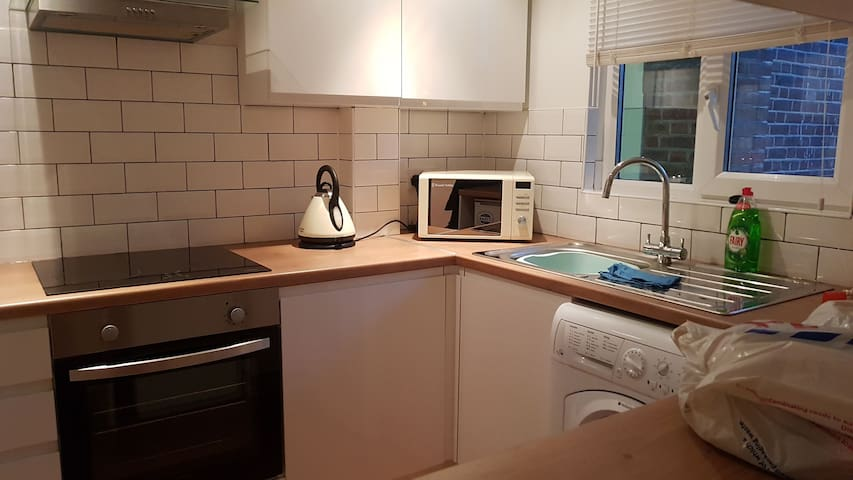 Studio Flat on Upper St - Sanitised and ready.