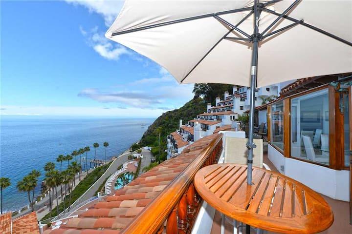 5 Star Modern Villa + Ocean Views + Fireplace