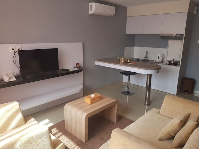 Hand-Picked Deal, Fabulous Rate: Brand New Suite