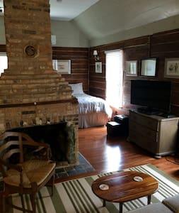 """Beyond Adorable""    Award Winning Unique Cottage! - Aiken - Rumah"