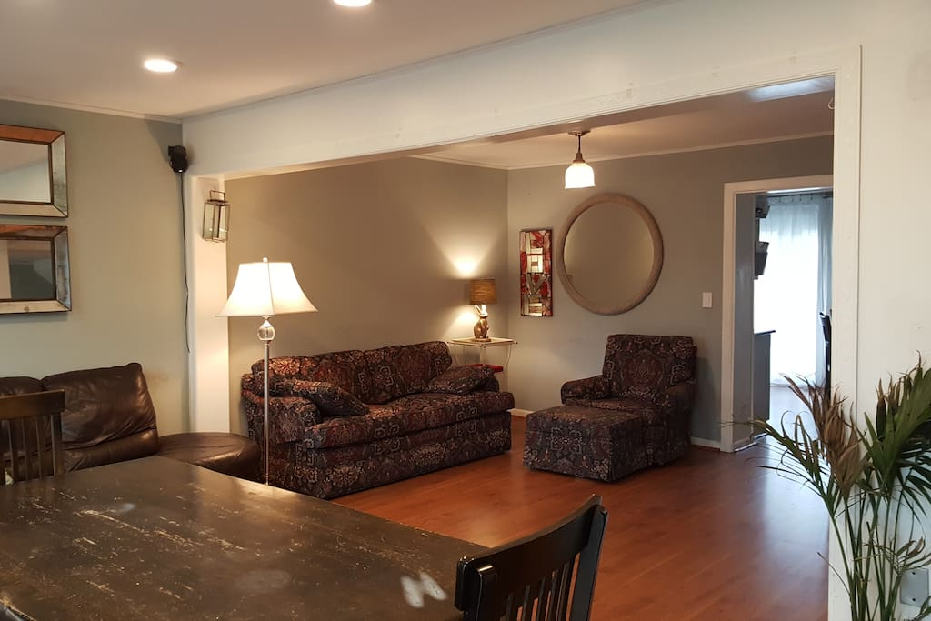 Living and dining spaces 3