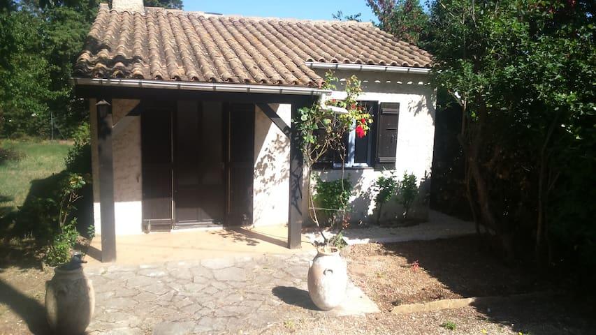 MAISONNETTE T2 AVEC JARDIN - Carpentras - Rumah