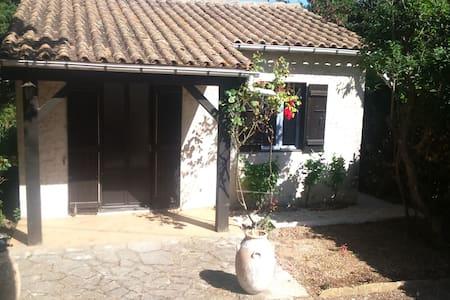 MAISONNETTE T2 AVEC JARDIN - Carpentras - บ้าน