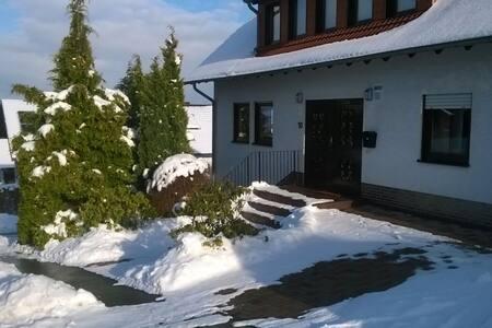 Moderne Ferienwohnung nähe Winterberg für 1-8 Pers - Bromskirchen - Huoneisto