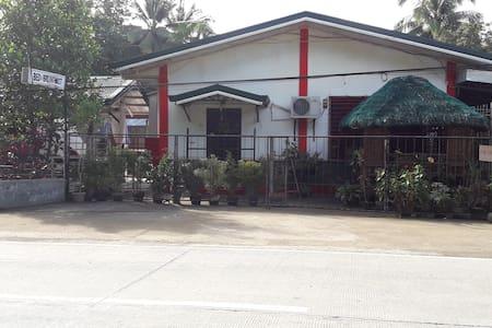 Quatro D Travellers Inn in Clarin, Bohol